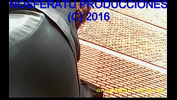 BAJO LA FALDA - 00850013 MI NOVIA SE VA EN MINIFALDA Y SIN TANGA AL TRABAJO