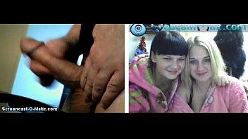 2 chicas rusas se tocan las tetas mientras.