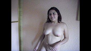 tania desnudandose con la panocha mojadaavi