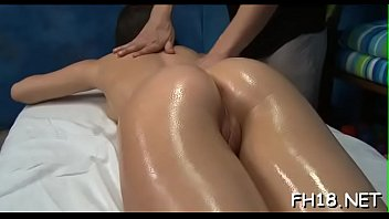 Pretty hawt gets naked for her raunchy massage